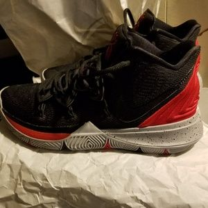 SIZE 9 Kyrie 5's brand new still in box
